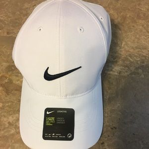 NEW - Nike Unisex Cap 🧢 White